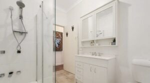 Tandoor Drive Bathroom